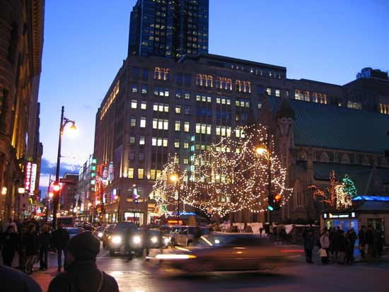 rue montreal la nuit