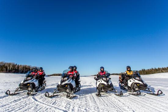 motoneige en famille au canada