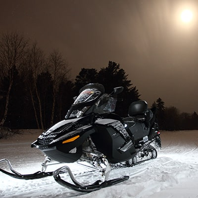 moto neige de nuit
