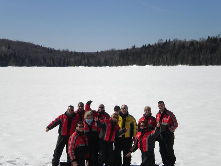 groupe sur un lac gelé du québec
