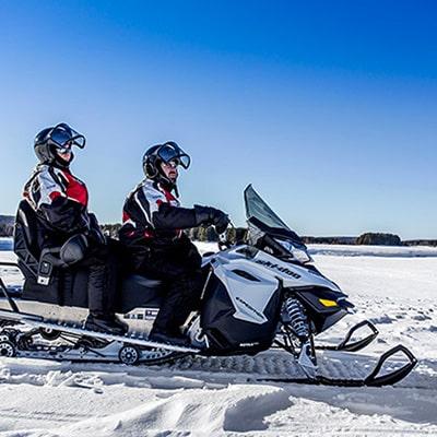voyager en duo sur la motoneige