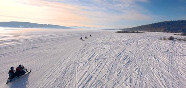 moto neige lac