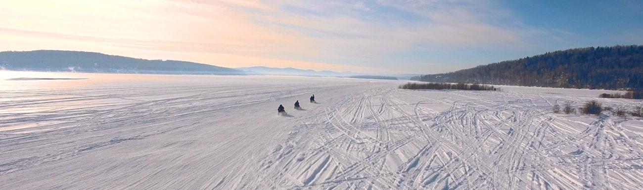 parcourir en motoneige ski doo, les grands espaces du Québec