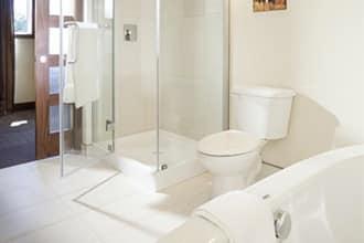 salle de bain hotel roquemont