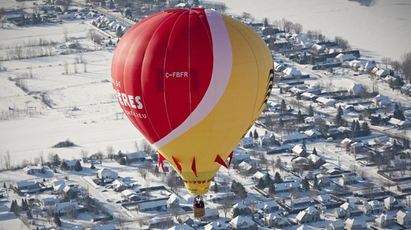 montgolfière en hiver au quebec