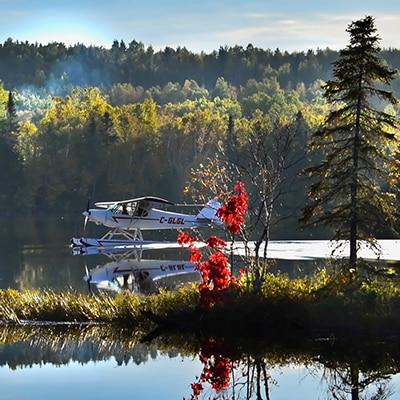 hydravion en ete sur lac