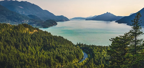 vue d'un lac en autotour au quebec